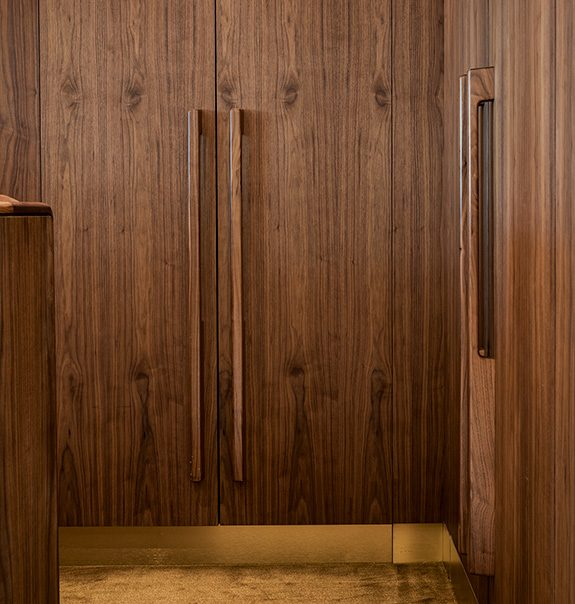 American Walnut Tirar pull handles on American Walnut veneered doors